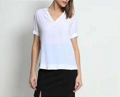Camiseta básica com decote V