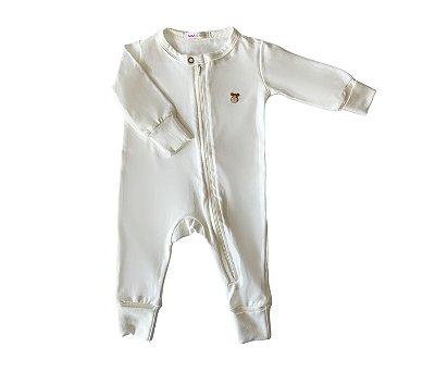 Macacão Bebê Básico cor off, mais conforto e praticidade para as mamães.