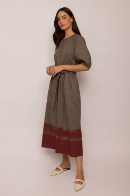 vestido de tricoline com tie dye grafite