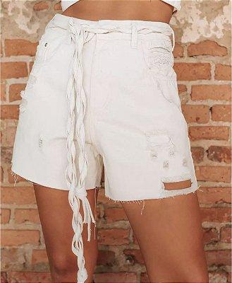 Short jeans branco com cinto - alcance