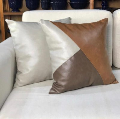 Almofada triângulos de couro gelo, marrom e caramelo