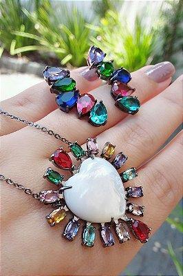 Colar coração com pedras coloridas