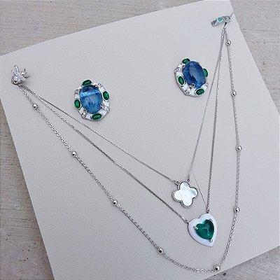 Colar coração esmaltado branco com pedra verde