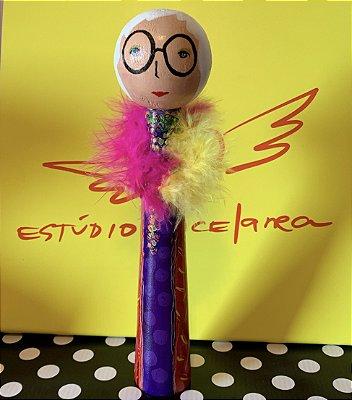 Iris Apfel boneca em madeira