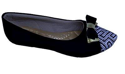 sapatilha cor preto bico em tecido estampado