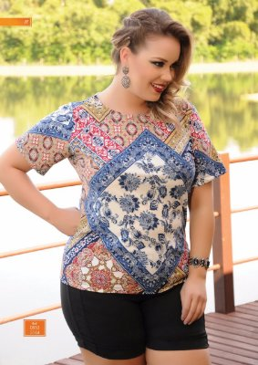 Blusa Feminina Plus Size Decote Canoa Estampada