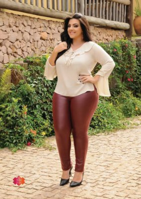 Calça Feminina Plus Size Malha Couro com Ziper