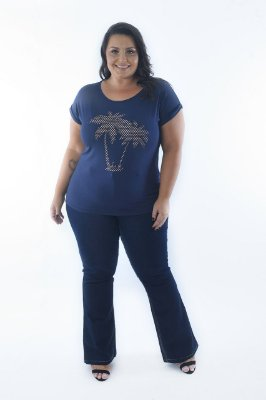 Blusa Feminina Plus Size Decote Canoa Estampa Palm Tree