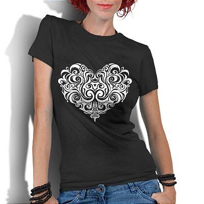 Camiseta Feminina Coração Tribal Tatoo Legais - Personalizadas/ Customizadas/ Estampadas/ Camiseteria/ Estamparia/ Estampar/ Personalizar/ Customizar/ Criar/ Camisa Blusas Baratas Modelos Legais Loja Online