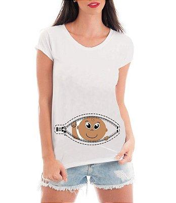 Camiseta Feminina Gestante Bebe Espiando Bolso Zíper - Frases Engraçadas Grávidas Personalizadas/ Customizadas/ Estampadas/ Camiseteria/ Estamparia/ Estampar/ Personalizar/ Customizar/ Criar/ Camisa Blusas