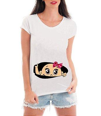 Camiseta Gestante Mãe Menina Bebê Espiando - Frases Engraçadas Grávidas Personalizadas/ Customizadas/ Estampadas/ Camiseteria/ Estamparia/ Estampar/ Personalizar/ Customizar/ Criar/ Camisa Blusas