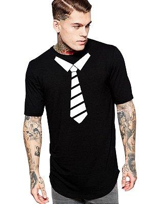 Camiseta Masculina Gravata Long Line Oversized Barra Curvada