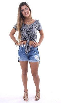 Short Jeans Meia Coxa com Faixa de Tecido