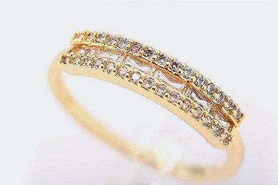 Anel cravejado com zircônias brancas semijoia folheada a ouro 18k.