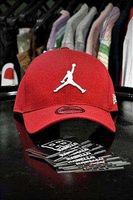Boné New Era 'Air Jordan' Logo Vermelho