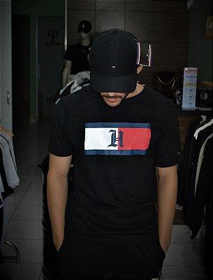 Camiseta Tommy Hilfiger Logo 'H' - Preta