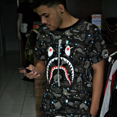 Camiseta BAPE SHARK 'Galaxy' Glow Dark - Pronta Entrega