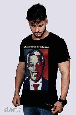 Camiseta Slim Fit Azor Liberdade Parcial Preta