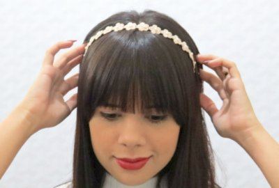 Tiara floral com pérola (tecido)