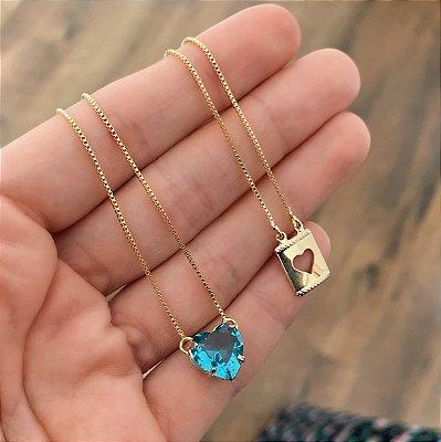 Escapulário Coração Zircônia Azul e Placa de Coração Vazado Banhado a Ouro 18k