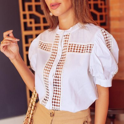 Camisa Tricoline com Renda Manga Curta