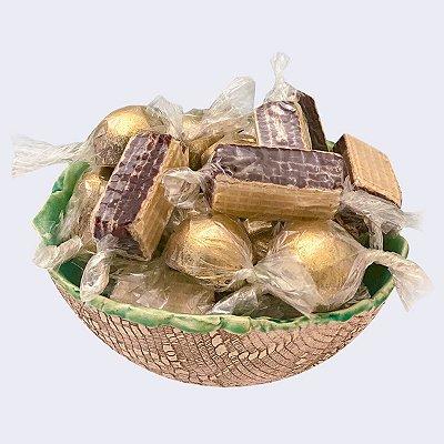 Bowl de cerâmica Tali Handcraft com 20 docinhos mini bolas douradas e/ou waffers