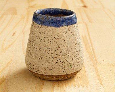 Copo de cerâmica artesanal
