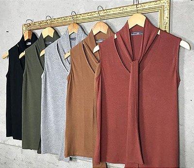 Blusa Cavada com Detalhe Decote