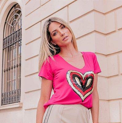T-Shirt Decote V Coração