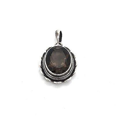 Pingente quartzo fumê oval facetado com prata trabalhada