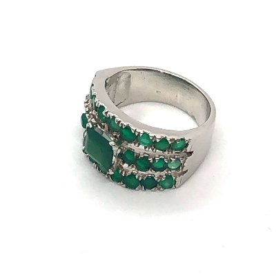Anel ônix verde quadrado com outras pedras menores e prata 925