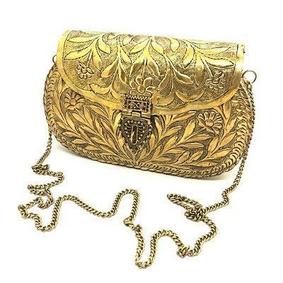 Bolsa em metal dourada trabalhada