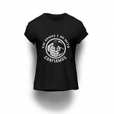 Camiseta Estampada Em Armas e no Mito Confiamos