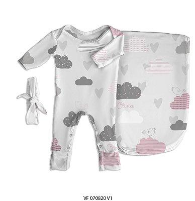 Estampa coração nas nuvens personalizada com o nome do bebê
