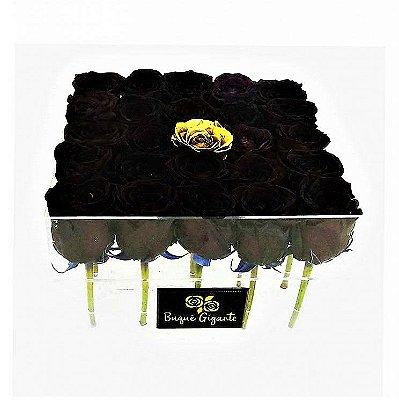 Exclusivo Box em Acrílico c/ 25 Rosas Importadas,  24 Negras e 1 Dourada