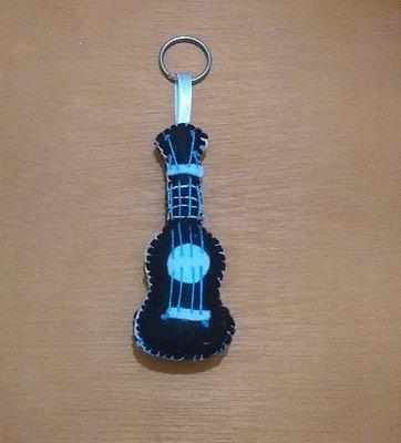 Chaveirinho ukulelinho de feltro [CORES SORTIDAS]