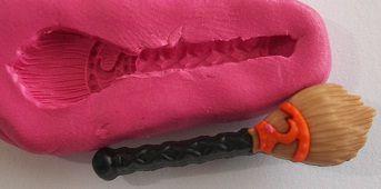 Molde de Silicone Vassoura Halloween (3,5x0,9cm)