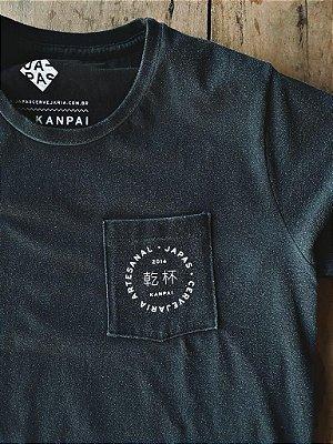 Camiseta Kanpai Bolso Preta