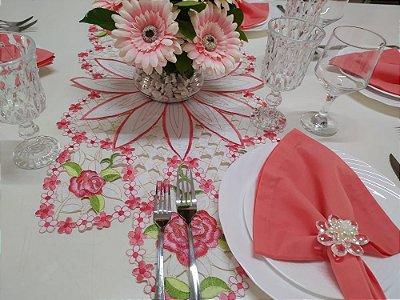 Caminho de mesa bordado com flores - Salmão - tamanho 87x38cm - 100% poliéster - Importado