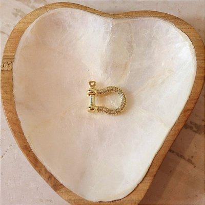 Pingente Mosquetão Cravejado - Dourado