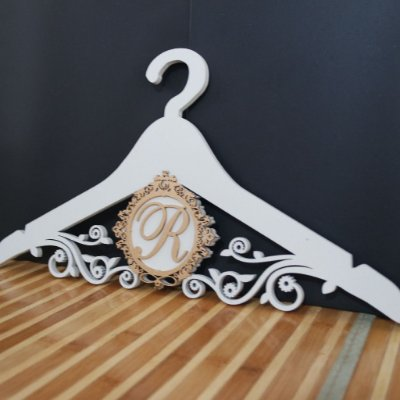 Cabide com Monograma Pintado Personalizado com os Nomes dos Noivos Casamento ou Debutante