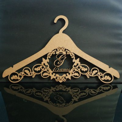 Cabide com Brasão 15 anos - Personalizado com o Nome da Debutante ou Noivos Casamento