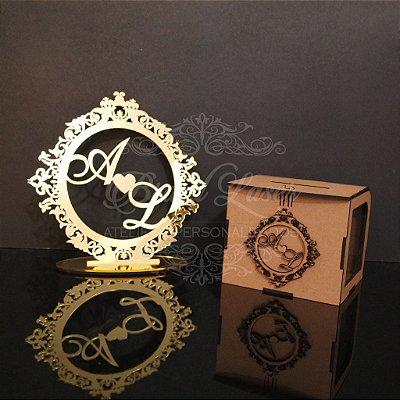 Kit Promocional! 1 Topo de Bolo Dourado 20 cm + 1 Cofrinho com Brasão