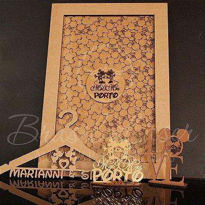 KIT Mickey e Minnie! 1 Quadro de Assinaturas + 1 Topo de Bolo Espelhado Dourado + 1 Cabide + 1 Topo em Mdf LOVE de brinde