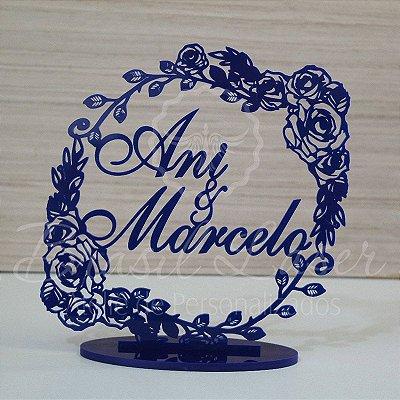 Topo De Bolo com Flores - Tamanho com 14 cm (maior lado da peça) - Cor à Escolher