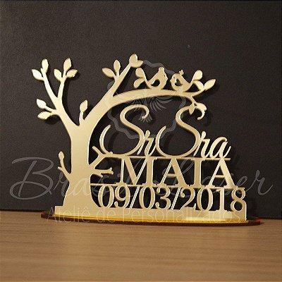 Topo de Bolo Sr e Sra com Árvore - Tamanho com 20 cm (maior lado da peça) - Cor à Escolher