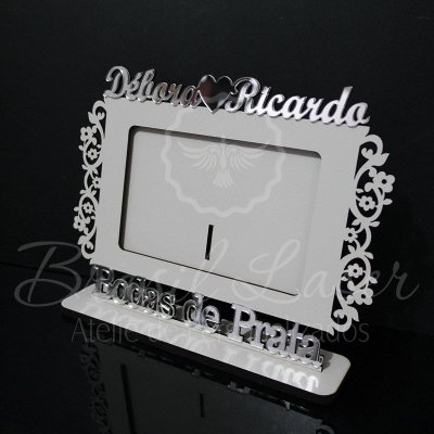 Porta Retrato Bodas de Prata, Branco com Acrílico Espelhado foto 10cmx15cm Personalizado no nome do Casal e Data
