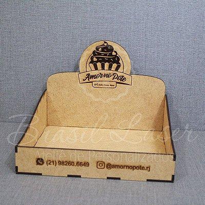 1 Expositores de Brownie / Alfajor / Palha Italiana / Cake / Pão de Mel com 20x20cm em Mdf com logomarca gravada