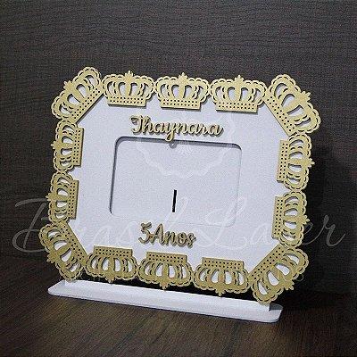 Porta Retrato Branco com Dourado foto 10cmx15cm Personalizado no nome e idade.