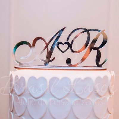 Topo De Bolo Iniciais com Coração com 20cm (maior lado da peça) - Cor à Escolher